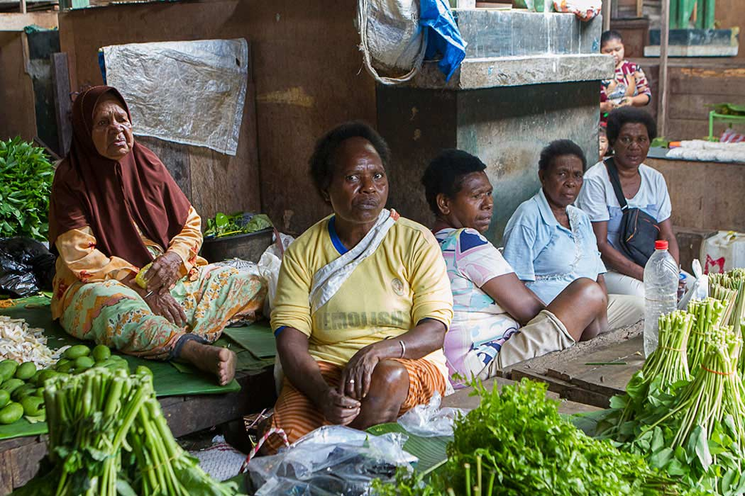 Sorong marche papoues